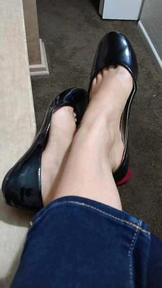 Love flats, feet and pantyhose Sexy Legs And Heels, Sexy High Heels, Ballerina Shoes, Ballet Flats, Cute Shoes Flats, Barefoot Girls, Gorgeous Feet, Sexy Toes, Women's Feet
