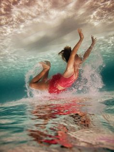 #elenakalis #photography #sea #swimming #sand #sun #girl #red #bikini #oxygen #underwater #reflection    Photography: Elena Kalis
