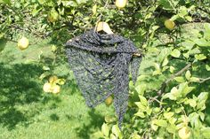Skull crochet shawl on a lemontree (ganchillo)