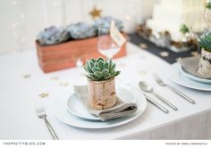 Rustic Christmas decoration inspiration with touches of gold and a white cake topped with natural greenery