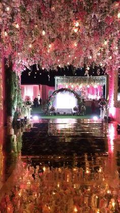 Wedding Backdrop Design, Wedding Hall Decorations, Wedding Stage Design, Desi Wedding Decor, Wedding Entrance, Indian Wedding Receptions, Table Decorations, Wedding Ceremony, Indian Wedding Video