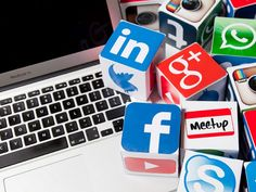 Social media has blurred the lines between formal and informal communication. But this doesn't mean you can forget about spelling and grammar all together. Internet Explorer, Social Media Marketing Courses, Site Vitrine, Spelling And Grammar, Learning Courses, Startup, Site Internet, Facebook, Digital Marketing