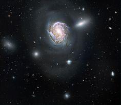 La galaxie NGC 4911 photographiée par le télescope Hubble