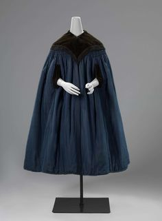 1830-1835, the Netherlands - Cape (douillette) - Silk, linen