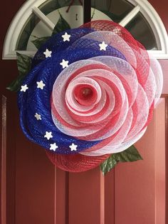 The rise is the marginal flower, so what better patriotic wreath?Tulle rose wreath in red, white and blue with starsVery interesting wreath made out of Geomesh.Great, of July Front Door DecorOne of many first things about a house notices is your fron Deco Mesh Crafts, Wreath Crafts, Diy Wreath, Wreath Ideas, Wreath Making, White Wreath, Tulle Wreath Tutorial, Tutu Wreath, Patriotic Wreath