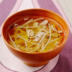 もやしとパプリカの沢煮碗 | Happy Recipe(ヤマサ醤油のレシピサイト) 沢煮椀は通常、数種類の野菜を細かくせん切りにしますが、もやしを使うと、手間をかけずに作ることができます。パプリカに含まれるビタミンCは、メラニン色素の沈着を ...