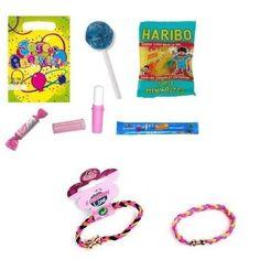 Des bonbons et un joli bracelet dans ce sac de fête pour anniversaire d'enfant