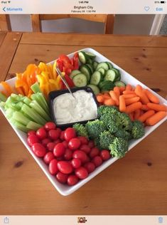 display ideas for party veggie tray Best party drinks display veggie tray ideas Snack Platter, Party Food Platters, Veggie Platters, Veggie Dishes, Cheese Platters, Vegetable Trays, Veggie Party Food, Crudite Platter Ideas, Party Fruit Platter