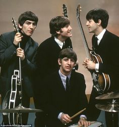"""The Beatles are a famous English band that originated in Liverpool, England. They became """"The Beatles"""" in 1960 and consisted of four very talented and incredibly influential musicians; John Lennon, Paul McCartney, George Harrison, and Ringo Starr. Foto Beatles, Beatles Love, Les Beatles, Beatles Photos, Beatles Museum, Beatles Band, Beatles Songs, Ringo Starr, George Harrison"""