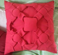 Confeccionado em tecido Oxford, nas cores lilás, vermelha, vinho, laranja ou roxo.
