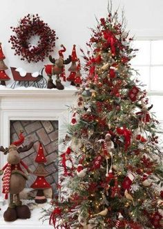 Cristhmas Tree Decorations Ideas : 25 Creative and Beautiful Christmas Tree Decorating Ideas Beautiful Christmas Trees, Diy Christmas Tree, Country Christmas, All Things Christmas, Christmas Tree Decorations, White Christmas, Christmas Holidays, Christmas Ideas, Xmas Trees