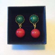 New in: Button ball earrings in red and green  24€  #tijoux #tijouxgiveaway #münchen #munich #fashion #schmuck #schmuckstück #inselly #mode #autumn #colours #red #green #rot #grün #herbst #farben #handmade #earrings #ohrringe #potd #perle #pearls #kugeln #modeschmuck #gewinnspiel #giveaway