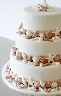Beautiful idea for a beach wedding cake.