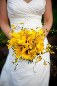 love the organic shape of this one  http://www.weddingomania.com/pictures/25-yellow-wedding-bouquets-12.jpg