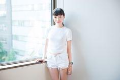 """ファッション業界において、作るだけでなく""""広める""""のも重要な仕事です。市川渚さんは、ファッション業界には珍しい、デジタル領域に精通したコンサルタント/アドバイザーとして活躍しています。京都精華大学で「ブランドPR」の演習を受け持つ市川さんは、読者モデルから販売の現場、海外ラグジュアリーブランドのPR業務など、ファッション業界でさまざまな仕事を経験してきました。そんななかで発見した、業界で活躍するために必須の能力、考え方とは――。 取材=蘆田裕史(京都精華大学 ポピュラーカルチャー学部 ファッションコース 教員)  市川渚 いちかわ・なぎさ…"""