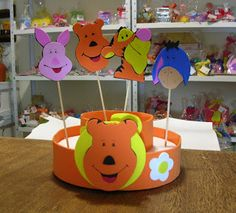 Porta pirulitos Pooh e turma.  #Pooh #festainfantil #portapirulitos