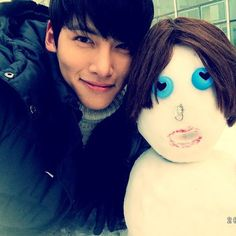 Ji Chang Wook Selca (k-actor) ... I have no idea what he's posing with but he is SO CUTE!
