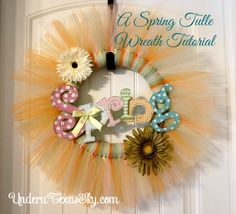 This spring tulle wreath is amazingly easy! I love a project that only has a few materials to make and can be made in less that two hours. Tulle Wreath Tutorial, Tutu Wreath, Diy Wreath, Tulle Crafts, Fun Crafts, Paper Crafts, Tulle Decorations, Deco Mesh Wreaths, Fundraising