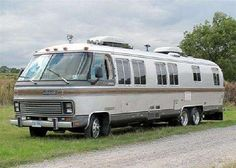 1988 Airstream 345 Motorhome Auction - Classic Car Auctions & Sale - H&H Airstream Motorhome, Airstream Travel Trailers, Rv Motorhomes, Vintage Travel Trailers, Camper Trailers, Vintage Motorhome For Sale, Vintage Rv, Vintage Airstream, Vintage Campers