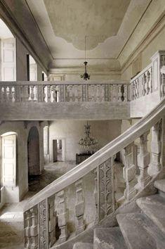 chateau de moissac staircase