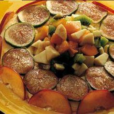 Anello alla vaniglia con kiwi, banana, pesca e albicocche.