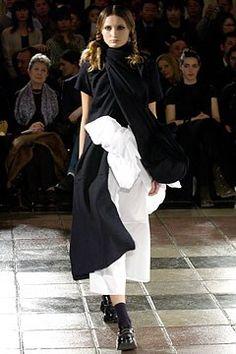 Comme des Garçons Fall 2003 Ready-to-Wear Fashion Show - Rei Kawakubo