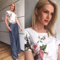 regram @ahickmann Como eu amo flores!!! A primavera é linda!!! Sou 💖 por esta blusa do @anahickmanncollection , que ficou perfeita com a pantalona Denim @ana.hickmann.denim e acessórios #anahickmannrommanel e sapatos @louboutinworld . Styling das minhas queridas @fehickmann e @renata.caldeira.lima !! Beauty do DIVO @gomesbeauty . #anahickmannrommanel #hojeemdia #anahickmanncollection #anahickmanndenim