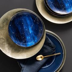 cool mugs Shoot for the stars during your next dinner party or meal with our Constellation Salad Plates. With a navy background and celestial accents, each plate serves up a side of subtle glam. Deco Table Noel, Celestial Wedding, Luxury Interior Design, Decoration Table, Salad Plates, West Elm, Kitchenware, Ceramic Tableware, Home Accessories