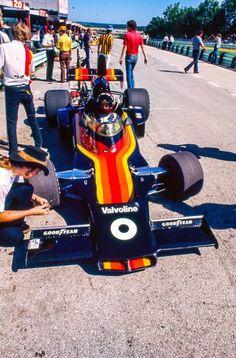 Oliver in the Road America pitlane, July 1976. Shadow DN6B Dodge. (Richard Dening Jr)