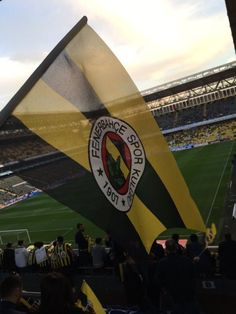Fenerbahçe for tablet Wallpapers Ipad, Classic Wallpaper, Of Wallpaper, Bedroom Wallpaper, Wallpaper Ideas, Disney Wallpaper, Taking Pictures, Cool Pictures, Cool Photos