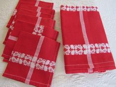 Vtg SWEDEN Christmas RED & WHITE Tablecloth Set +6 Napkins TRADITIONAL 50x53""
