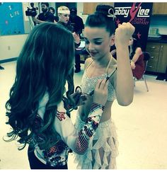 """Maddie helping Kendall, get ready for her solo """"Not Just Another Pretty Face"""". Maddie Ziegler, Kendall K Vertes, Abby Lee, Dance Company, Dance Moms, Pretty Little Liars, Dancer, Hair Styles"""