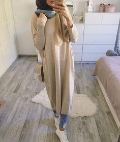Hijab Kleider – Anzeige Back to basics Long sweater / tunik *an… Modern Hijab Fashion, Islamic Fashion, Muslim Fashion, Abaya Fashion, Hijab Casual, Hijab Mode Inspiration, Style Inspiration, Hijab Stile, Hijab Style Tutorial