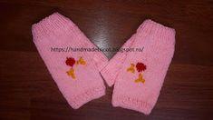 Handmade tricotaje: Manusi fara degete tricotate cu flori brodate