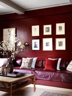 A Lovely Library. In this home office that also doubles as a guest room, interior designer John Saladino decorated it in shades of Marsala to fill the room with warmth and color. Marsala: Full-Bodied Color of The Year Room Paint Colors, Paint Colors For Living Room, Living Room Decor, Dining Room, Elle Decor, Red Rooms, Red Walls, Brown Walls, Color Of The Year