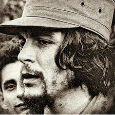 #Che ✌✌✌ Che Guevara Pictures, Che Guevara Images, Che Quevara, Peaky Blinders Thomas, Celebridades Fashion, Bob Marley Pictures, Ernesto Che Guevara, Communist Propaganda, Fidel Castro