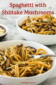 Make an easy Instant Pot spaghetti dinner to feed a crowd. This recipe has rich and earthy shiitake mushrooms for extra flavor and nutrition. #ministryofcurry #instantpot Veggie Recipes Healthy, Vegetarian Recipes Videos, Easy Chicken Recipes, Indian Food Recipes, Instant Recipes, Instant Pot Dinner Recipes, Delicious Dinner Recipes, Spaghetti Dinner, Spaghetti Recipes