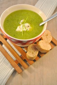Broccoli soup - healthy and fast on the table! - Tasty and Simple - Broccoli Soup – Tasty and Simple - Cheap Clean Eating, Clean Eating Snacks, Healthy Eating, Cajun Recipes, Gourmet Recipes, Healthy Recipes, No Bake Snacks, Broccoli Soup, Green Bean Recipes
