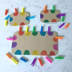 Clothespin color matching is one of my daughter's favorite activities at age 3 and 4 years. It's a great way to exercise fine motor skills while practicing Chinese character recognition! Activities For 2 Year Olds, Motor Skills Activities, Preschool Learning Activities, Color Activities, Infant Activities, Fine Motor Skills, Toddler Crafts, Toddler Fun, Preschool Colors