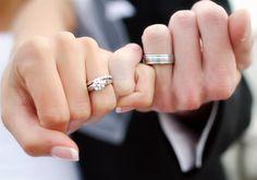 Alianzas de boda y anillos de compromiso con diseños originales. Os mostramos algunos ejemplos por si os animáis a marcar la diferencia