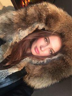 Fur Fashion, Fashion Outfits, Womens Fashion, Winter Fur Coats, Fox Fur Coat, Down Parka, Fur Collars, Fur Jacket, Mantel