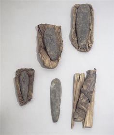 | Lames de hache et d'herminette à différents stades de fabrication, dépôt de Nikilu Tolem | Images d'Art