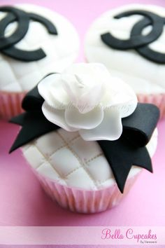 this is the most beautiful Chanel inspired cupcake that I have seen.. this would be perfect for a bridal shower..
