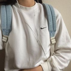 Look wonderful collection of girls' hoodies and sweatshirts for your saturday and sunday style. Look Fashion, Korean Fashion, Fashion Outfits, Ladies Fashion, 90s Fashion, Fashion Clothes, Fashion News, Fashion Online, Luxury Fashion