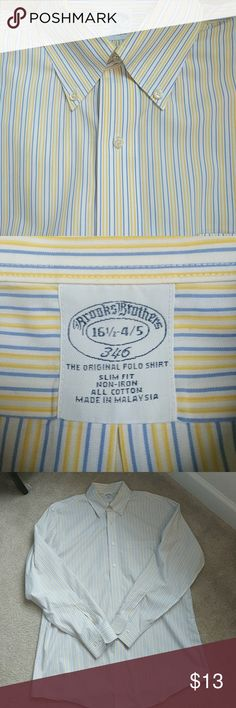 Brooks Brothers Mens Slim Dress Shirt This beautiful Brooks Brothers dress shirt looks great for the office paired with dress pants or  with your favorite jeans and a cool pair of oxfords on the weekend!  Excellent condition! Brooks Brothers Shirts Dress Shirts
