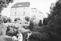 Wedding photography in Obermayerhofen Styrian region of Austria. Photojournalistic & Fine art photography at castle. Fine Art Photography, Wedding Photography, Wedding Balloons, Traditional Wedding, Austria, Destination Wedding, Castle, Outdoor, Outdoors