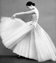 Dovima, Balenciaga, Richard Avedon, vintage models, 1950s, photography