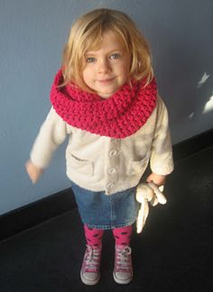 Soooo easy to make (if you crochet....fortunately, I do!)!  Crocheted snood, so cute for little ones, and Mommies!