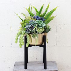 """Decorative Dash Metal Plant Stand with Gold Flower Pot 11.75"""" Tall"""