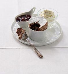 Schokoladen-Soufflé mit Kirschkompott Rezept - [ESSEN UND TRINKEN]